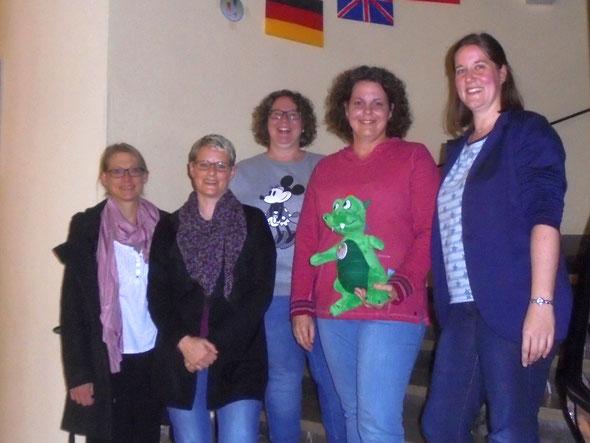 (v.l.): Claudia Weber (1.Beisitzerin), Michaela Kuhl (2.Vorsitzende), Katharina Grunz (Kassiererin), Elena Giffels (1.Vorsitzende), Alexandra Krautkrämer (Schriftführerin). Nicht auf dem Bild ist Christine Cevriz (2.Beisitzerin).