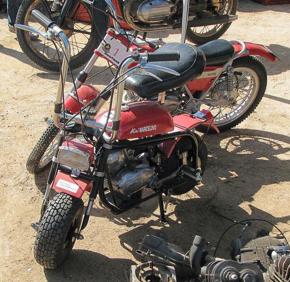 Comparativa de tamaño entre una Mini Marcelino y una Bultaco Chispa, Foto: Josep María Galindo