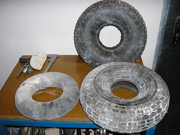 Neumáticos y cámara originales Pirelli entalcados para una duradera conservación
