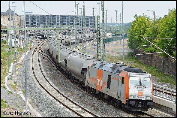 246 001-2 ist für hvle im Einsatz. Am 23. Mai 2015 zieht sie ihren Getreidezug aus Chemnitz Hbf. gen Zwickau