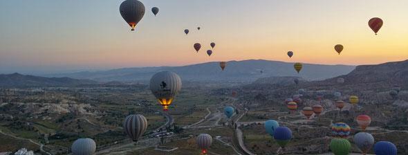 カッパドキアの気球を気球から2018年5月 日の出を拝む。by 夫婦円満コンサルタントR 中村はるみ