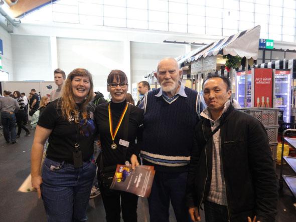 De gauche à droite, Larissa William, moi, Gene Lucas et The Vu