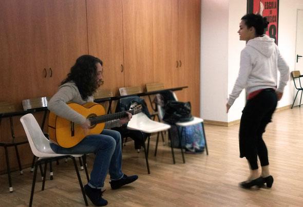 Guitarrista: EL PERLA con Bailaora Verónica Naranjo - Ensayando en Escuela de Música E8