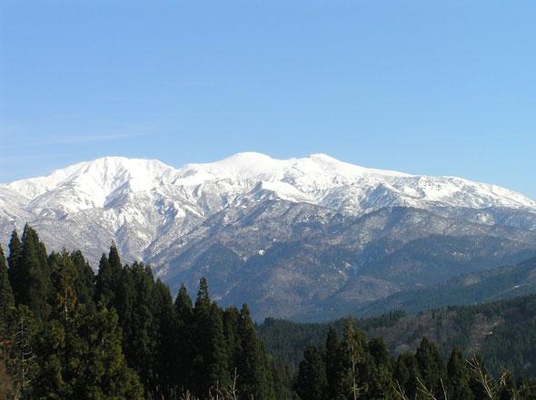 日本三名山のひとつ、霊峰「白山」