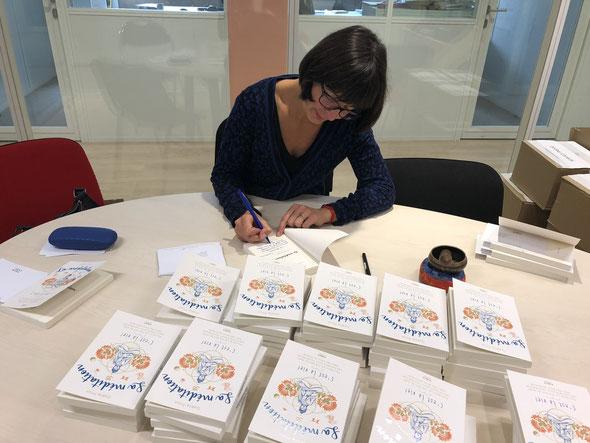 Dédicace pour la presse à la maison d'Editions First avant la sortie officielle du livre le 12 octobre 2018.