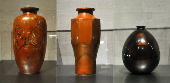 明治時代に玉栄堂、今井栄蔵氏が製造した鎚起銅器。捧家とのつながりも深く「宝暦堂」の刻印で捧吉右衛門商店から十一屋商店へ納品されました。