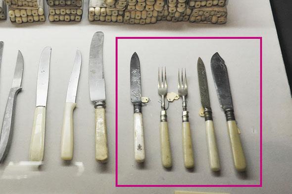 「燕物産株式会社展」に展示した呉海軍納入品、象牙のハンドルのナイフとフォーク