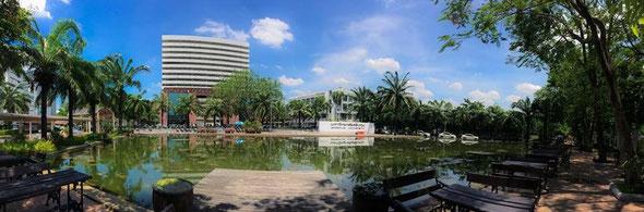 スィーパトゥム大学(バーンケン本校)正門右側風景
