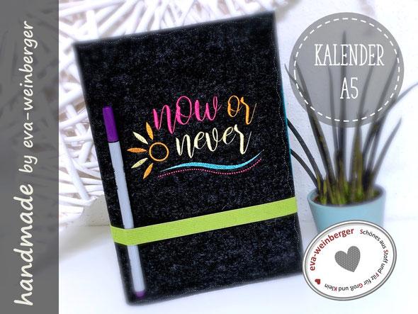 Kalender A5 Buchkalender Filzhülle bestickt now or never Spruch Geschenk Mitarbeiter Mutter Schwester Freundin Planer Weihnachtsgeschenk