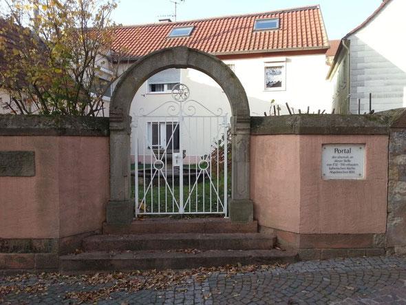 Altstadtrundgang Otterberg, Portal ehemalige Lutherische Kirche