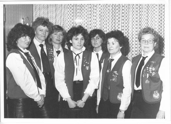 1987 - (v.l.n.r.) Doris Kapahnke, Irmhild Thiel, Regina Ueing, Claudia Wüstkamp, Elisabeth Blomenkemper, Helga Wüstkamp, Hilde Wöstenhöfer
