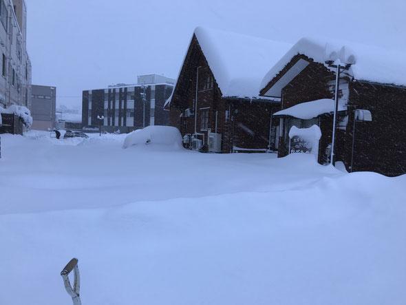 平成30年2月6日の朝7時の風景(・・;) 車が駐車場に入れませ~ん