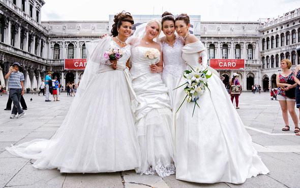 4カ国の花嫁さん、偶然サンマルコ広場に集いました!