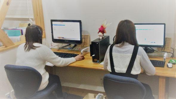 当教室では、1人1台のパソコンを使用します(ご自分のパソコンを持ち込んでの学習もOK!)