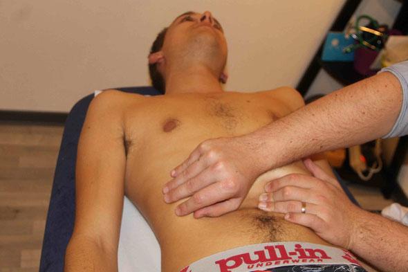consulter l'ostéopathe pour les douleurs abdominales, les nausées et les vomissements.