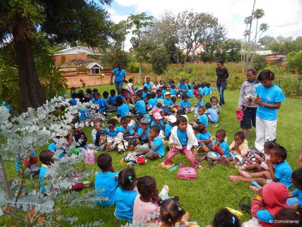 Goûter des enfants chez Fanja Rafidison à Ambodiafontsy, mars 2014.