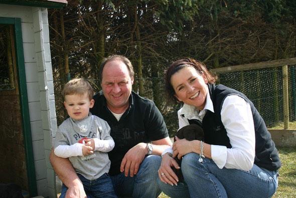 """Familie Boekels aus Wiesbaden mit ihrem Bruno """"Aragon vom Mönchskloster"""""""