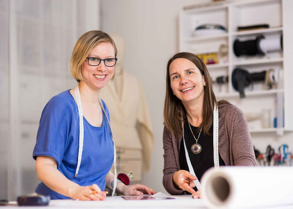 Claudia Marx und Imke Klattenhoff im Atelier in Hamburg Bahrenfeld, Nähkurse