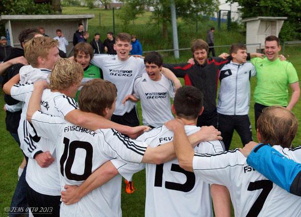 """... Geschafft! Nach 90 Minuten gewann die """"Schröcker Zwote"""" in Kirchhain und bleibt somit auch in der kommenden Saison in der Kreisliga A- Marburg vertreten"""