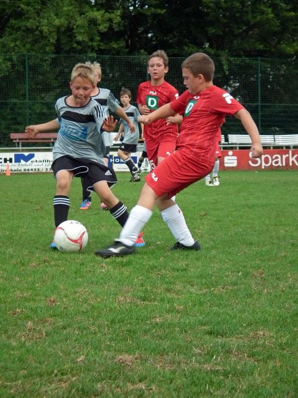 Lennart Mann am Ball für den FSV Schröck