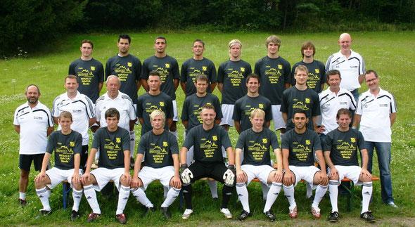 Teamfoto (Aufwärm- Shirts) 2009