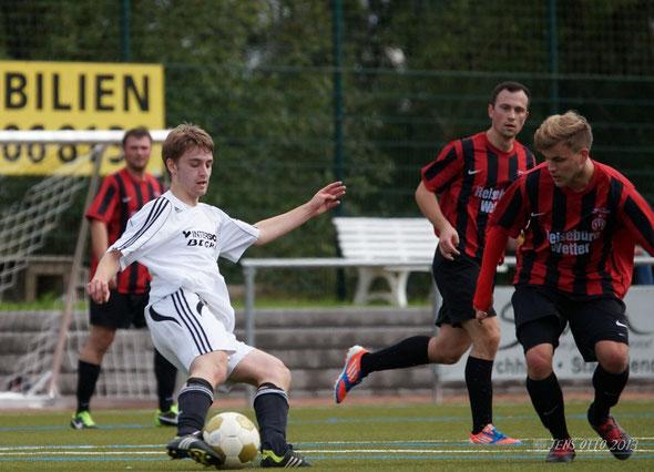 Lukas Rommelspacher am Ball durch das Bauerbacher Mittelfeld