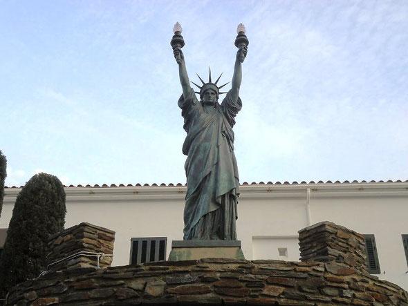 Статуя Свободы в Кадакесе
