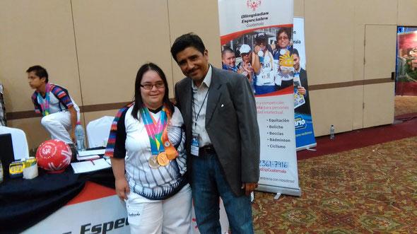 En la Foto con  Irma Dubon medallista de los juegos a la derecha Marco Osorio de másguate.Jimdo.com