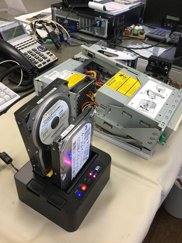 ハードディスク破損に備えて、現時点のクローンを作成します。