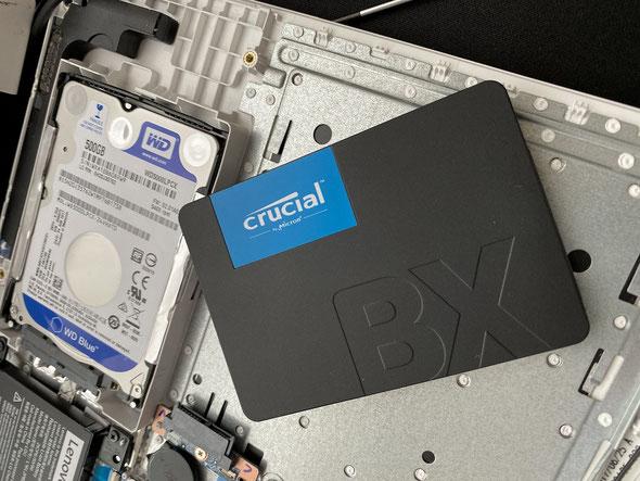 まずはハードディスク内のデータを、SSD半導体ディスクへクローンを取ります。