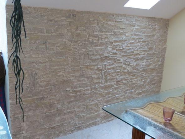 Formschön und dazwischen auf Kundenwunsch mit rechteckig senkrecht stehenden Steinen.