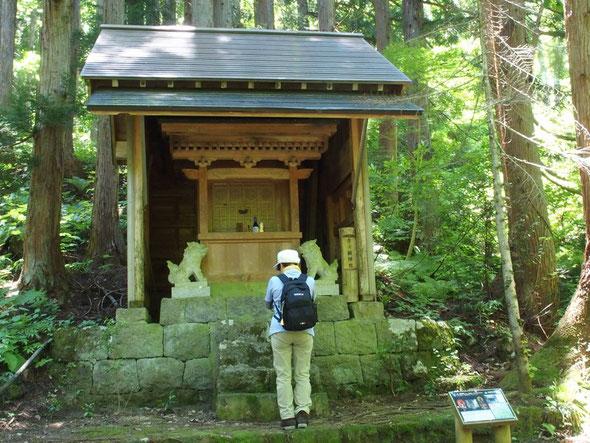 登り始めにまずは一ノ瀬神社に安全祈願です。