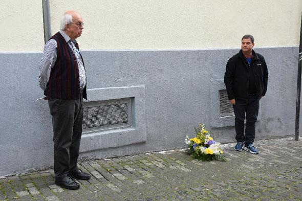 Joachim Warlies und Ido Michel vor der Synagoge in der Bogengasse – Foto:  © Margit Bach