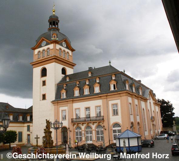 Blick auf die Stadt- und Schlosskirche und das Alte Rathaus in Weilburg. Foto: Manfred Horz