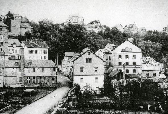 Der Weilburger Mühlberg mit der Kirchhofsmühle (rechts), um 1914 - Foto: ©Weilburg, Erinnerungen, hrsg. vom Geschichtsverein Weilburg e.V., 2004, S. 86