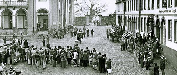 """Filmaufnahmen  in Weilburg – 1976 wurde das Fernsehspiel """"Der Winter, der ein Sommer war"""" als Dreiteiler in der ARD ausgestrahlt. (Fotosammlung des Geschichtsvereins Weilburg e.V.)"""
