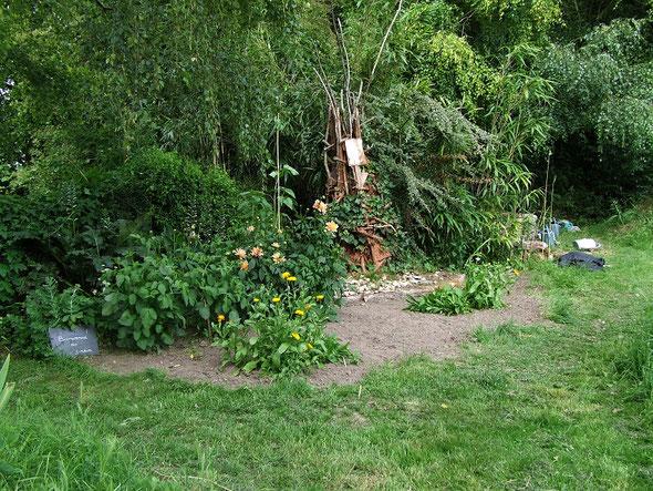 Le massif à l'entrée du jardin.