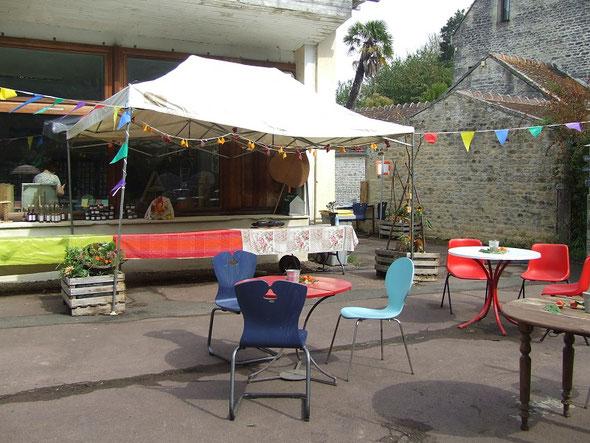 Le palmier indique 13h00, tout est déjà prêt pour l'arrivée du public !