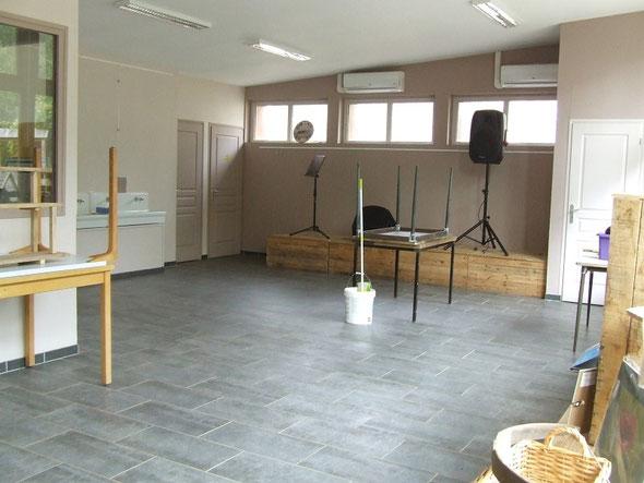 Grand nettoyage aussi à l'intérieur, là où il y aura les expositions.