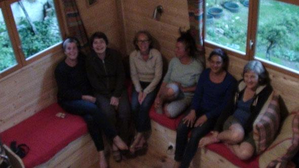 Les filles de Carrières/seine après l'apéritif : Cool et joyeuses ..!