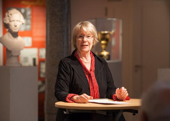 Als Präsidentin des Chorverbandes Berlin bei der Verleihung der Geschwister-Mendelssohn-Medaille 2013