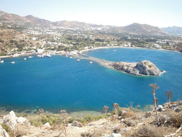 Körfezin üzerinde dalgalanan Türk Bayragindan Tavsan Adasi`na bakis