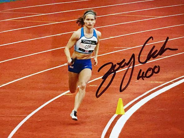 Autograph Zoey Clark Autogramm