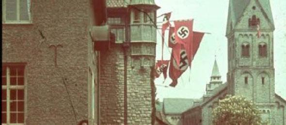 1940 - Fahnen mit Hakenkreuz Rathaus Bergisch Gladbach. Foto: Stadtarchiv Bergisch Gladbach