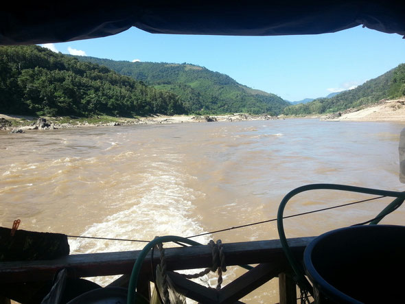Zweitaegige Bootsfahrt auf dem Mekong vom Goldenen Dreieck im Norden Thailands nach Laos