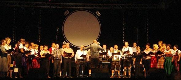 Der gemischte Chor der Concordia Niedergründau beim Licher Wiesnfest Oktober 2013