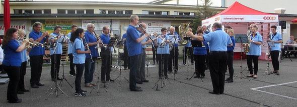 Die SG Dulliken & Starrkirch-Wil am 2.9.2016 am Ständli zum Eröffnungsapéro am Beizlifest in Dulliken (auf Foto klicken für Vergrösserung)