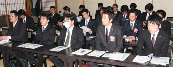 岡西副知事の講演に聞き入る各青年団体のメンバーの皆さん