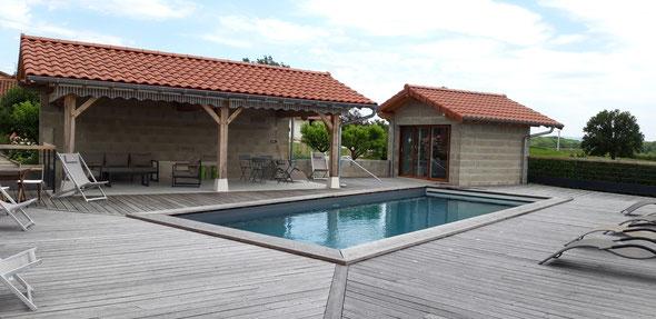 abords de piscine - terrasse bois - pool house