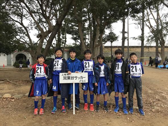 大会参加の6年生7人(全6区)